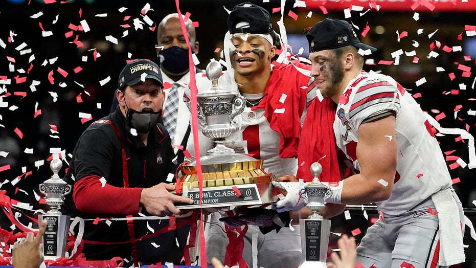Alabama, Ohio State travel different paths to title game