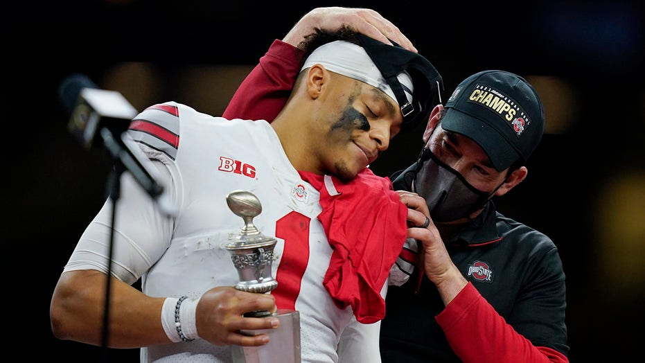 Ohio State coach Day expects QB Fields to play vs Alabama