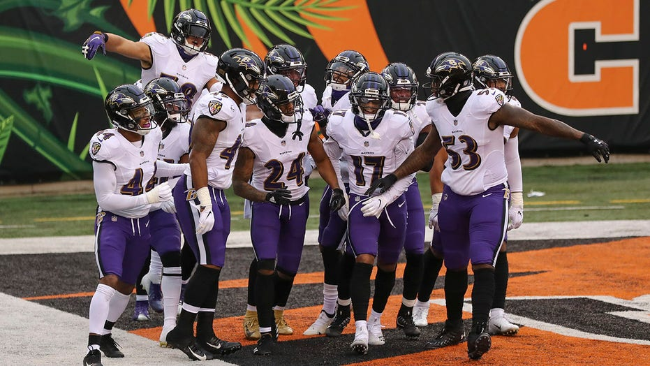 Ravens pound Bengals, 38-3, clinch playoffs for 3rd straight year