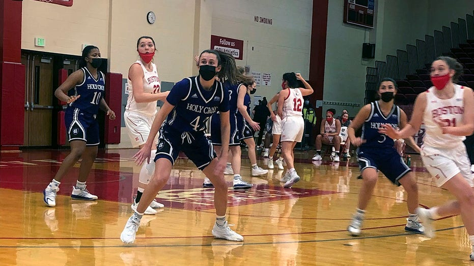 Boston U. men, women wear masks in wins over Holy Cross