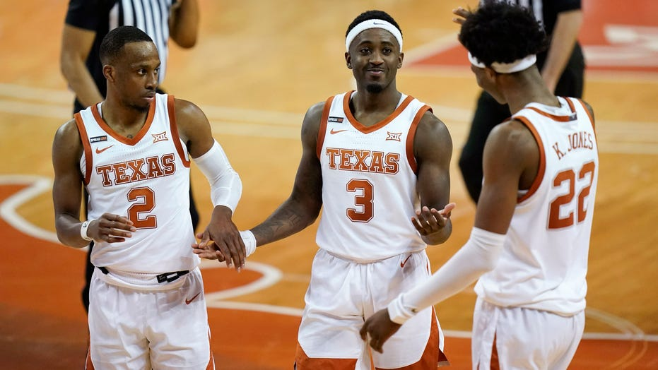 Texas Longhorns holds off Iowa State 78-72