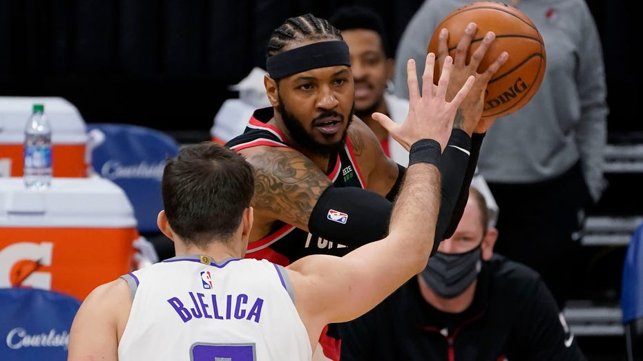 McCollum scores 37 as Trail Blazers rout Kings 125-99