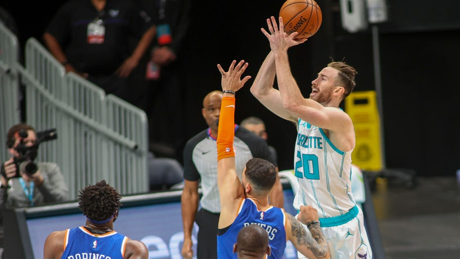 Hayward scores 34 点数, Hornets rout Knicks 109-88