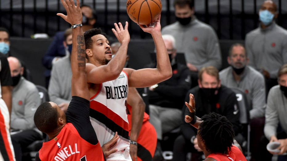 McCollum's shot lifts Blazers to 112-111 win over Raptors