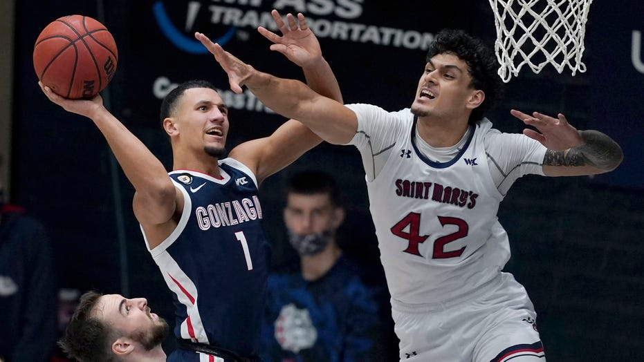No. 1 Gonzaga overcomes slow start, beats Saint Mary's 73-59