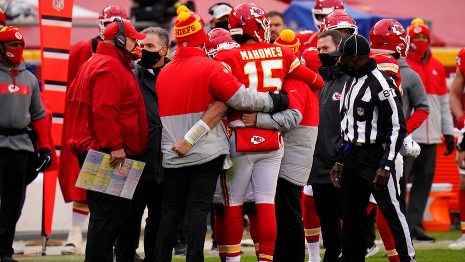 Patrick Mahomes 'doing great' after injury during playoff game, Andy Reid라고