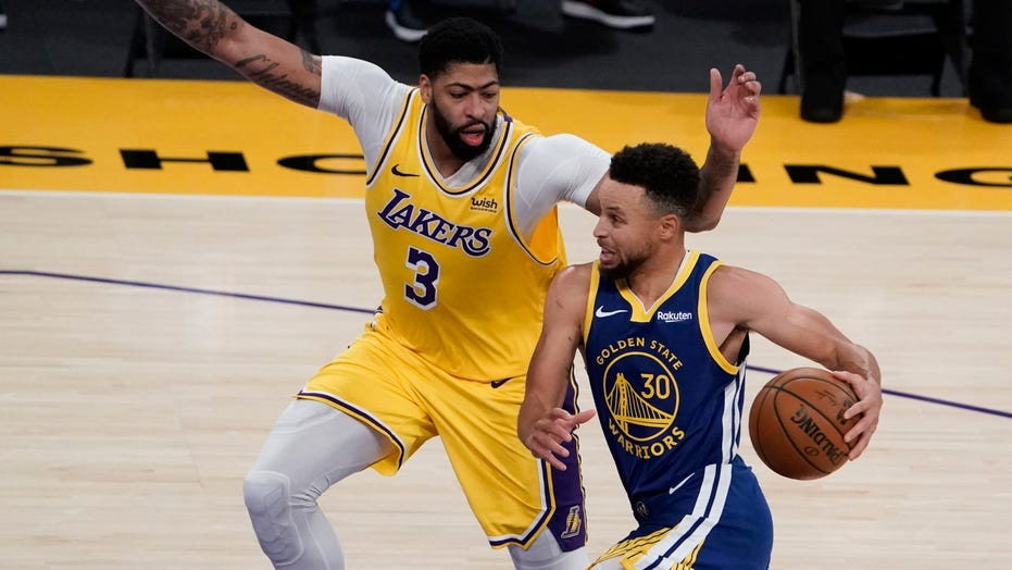Warriors rally from 14 down in 4th, beat Lakers 115-113
