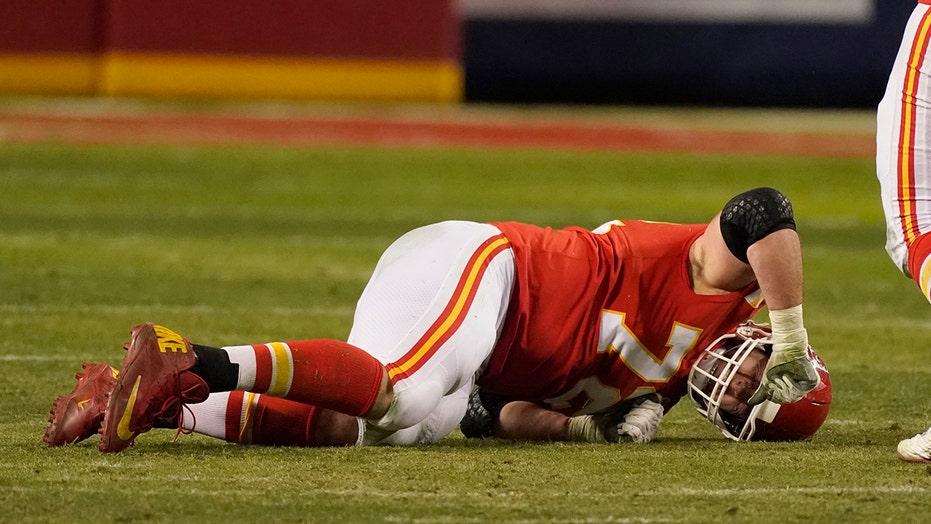 I capi subiscono una perdita cruciale sulla linea offensiva davanti al Super Bowl LV