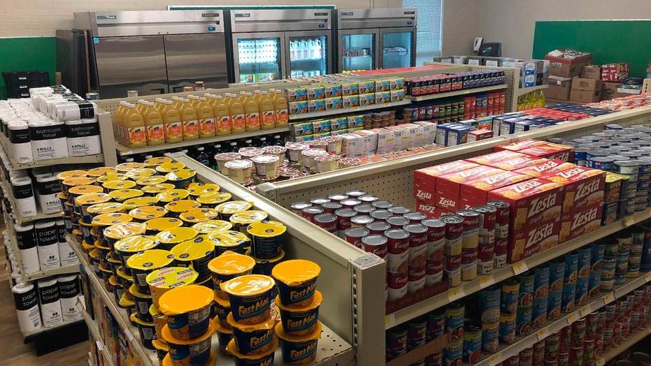 Texas grocery store run by high school students gives free food to needy