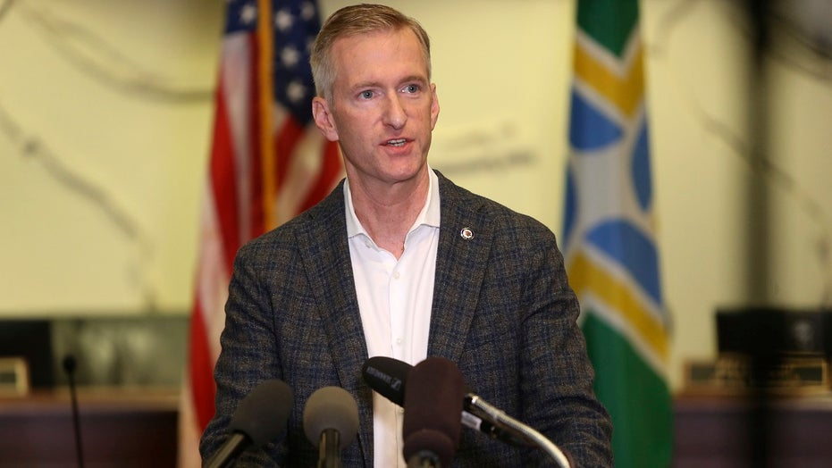 Portland Mayor Wheeler pepper sprays video-recording man who confronted him as he left pub