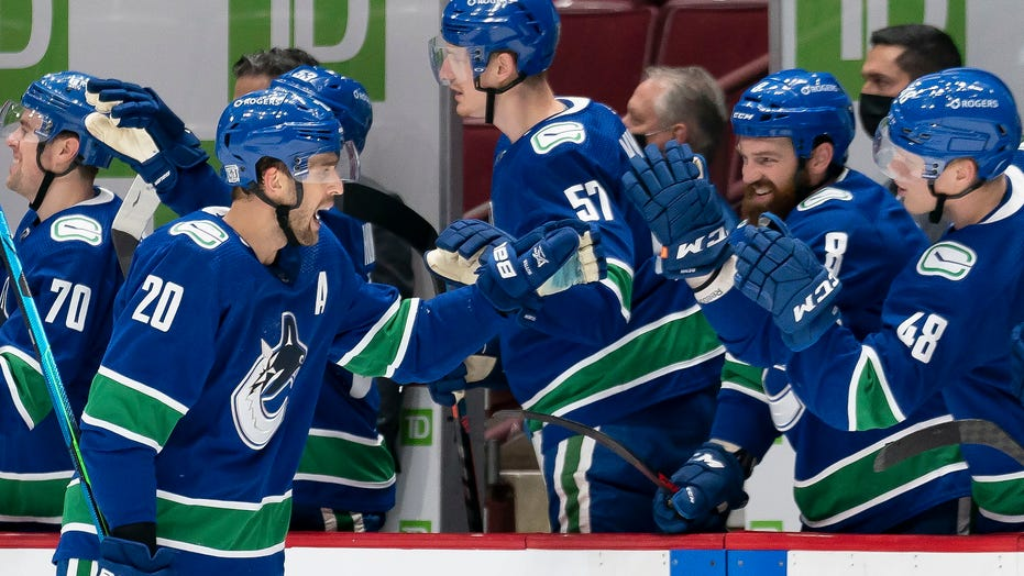 Brandon Sutter records hat trick, Canucks rout Senators 7-1