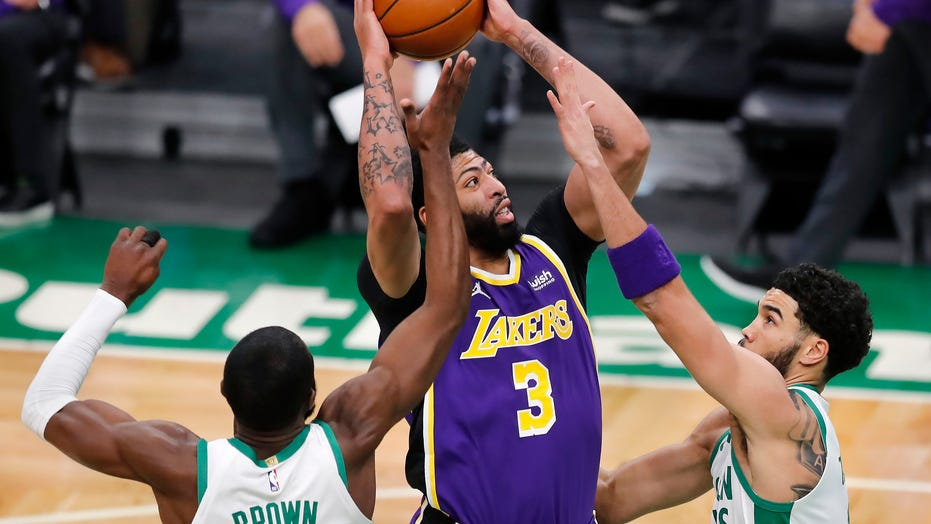 Anthony Davis scores 27, Lakers hold off Celtics 96-95