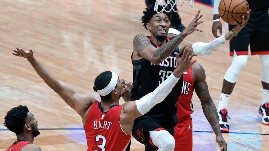 Wood scores 27 as Rockets top Pelicans 126-112