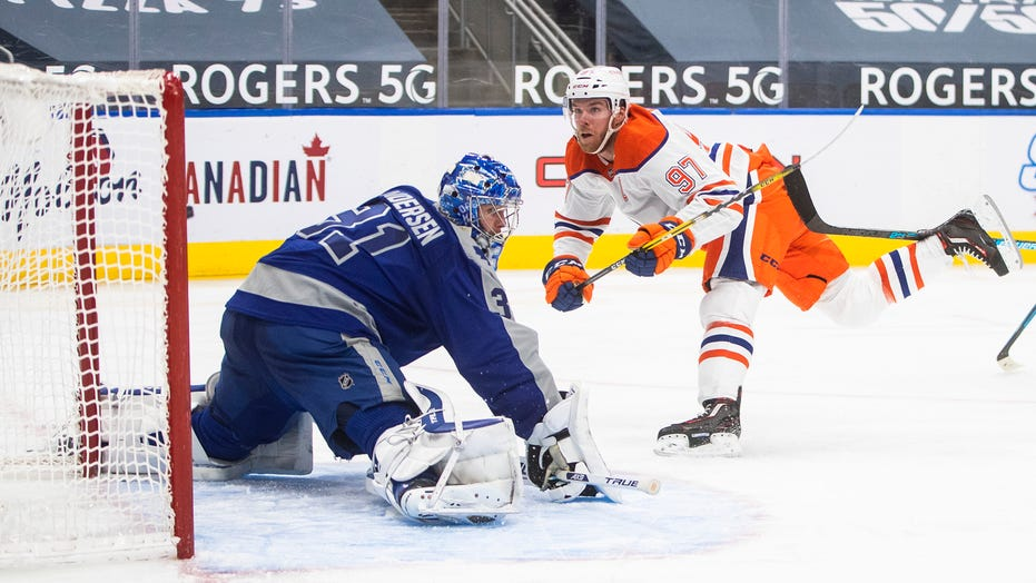 Connor McDavid lifts Oilers past Maple Leafs, 4-3 in OT