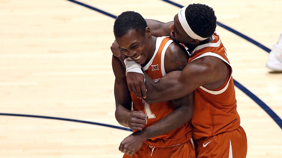 Jones' 3 lifts No. 4 Texas over No. 14 West Virginia 72-70