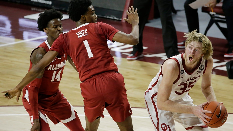 Harmon scores 18; No. 24 Oklahoma tops No. 9 Alabama