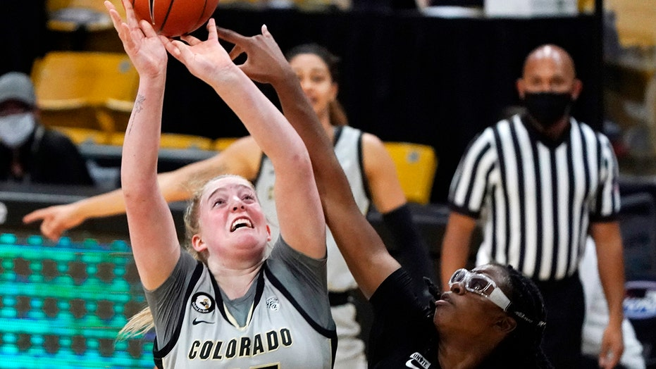 Hollingshed's 32 points helps CU upset No. 1 Stanford, 77-72