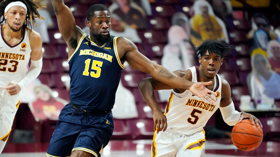 No. 23 Minnesota hands No. 7 Michigan 1st loss in 75-57 romp