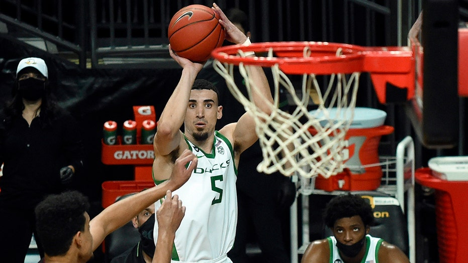 No. 21 Oregon downs Stanford 73-56 for 8th straight win