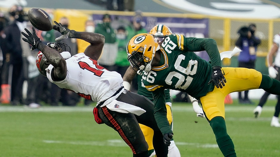 Buccaneers' back-to-back incredible plays put them up touchdown in NFC Championship vs. Packers