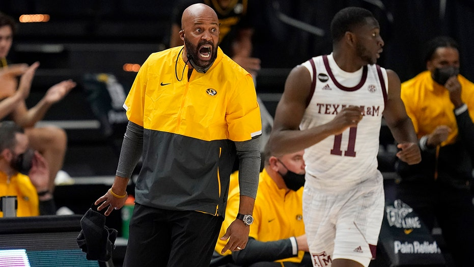 Smith helps No. 17 Missouri beat Texas A&M 68-52