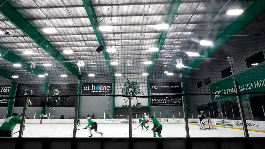 Virus concerns hit Dallas, Columbus as NHL season looms