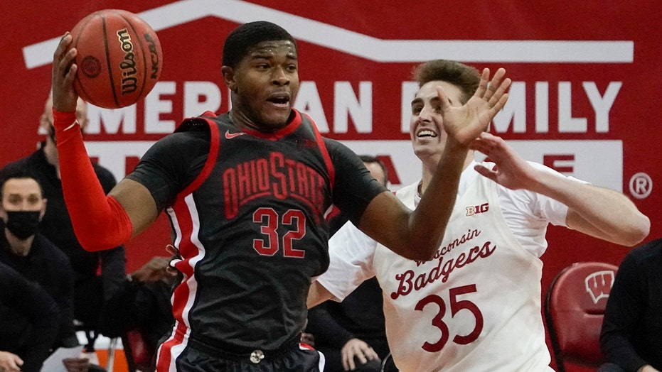 Liddell helps No. 15 Ohio State beat No. 10 Wisconsin 74-62
