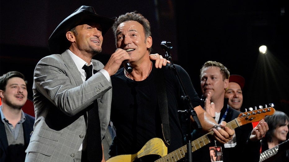 Bruce Springsteen says Tim McGraw cheered him up after his 2003 Grammy loss: 'I always remembered that'