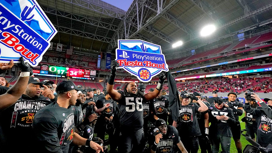No. 12 Iowa State beats No. 25 Oregon 34-17 in Fiesta Bowl