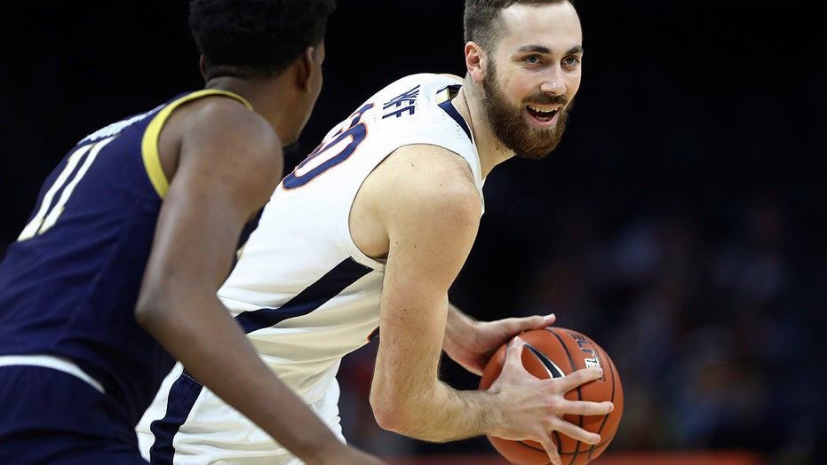Huff, Hauser lead No. 18 Virginia past Fighting Irish, 80-68