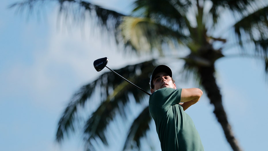 Niemann finishes with eagle and shares the lead at Sony Open