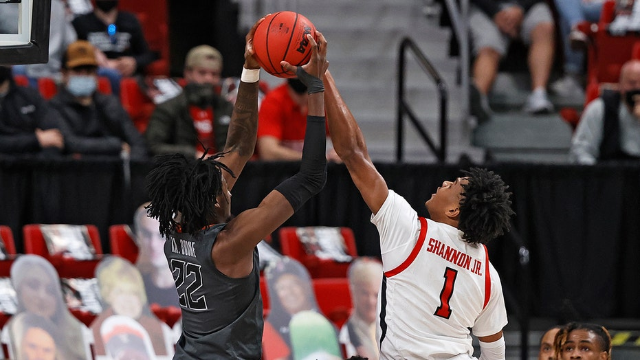 Oklahoma State wins 82-77 in overtime at No. 13 Texas Tech