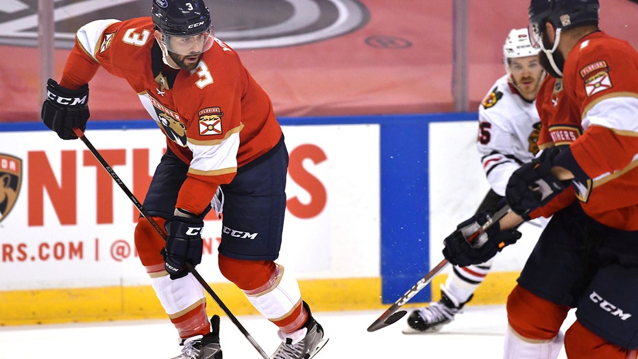 Yandle gets 100th NHL goal, Panthers beat Blackhawks 5-2