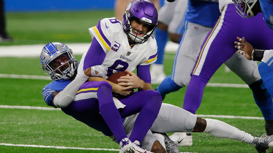 Lions flagged for roughing passer against Vikings on simple sack, befuddles fans