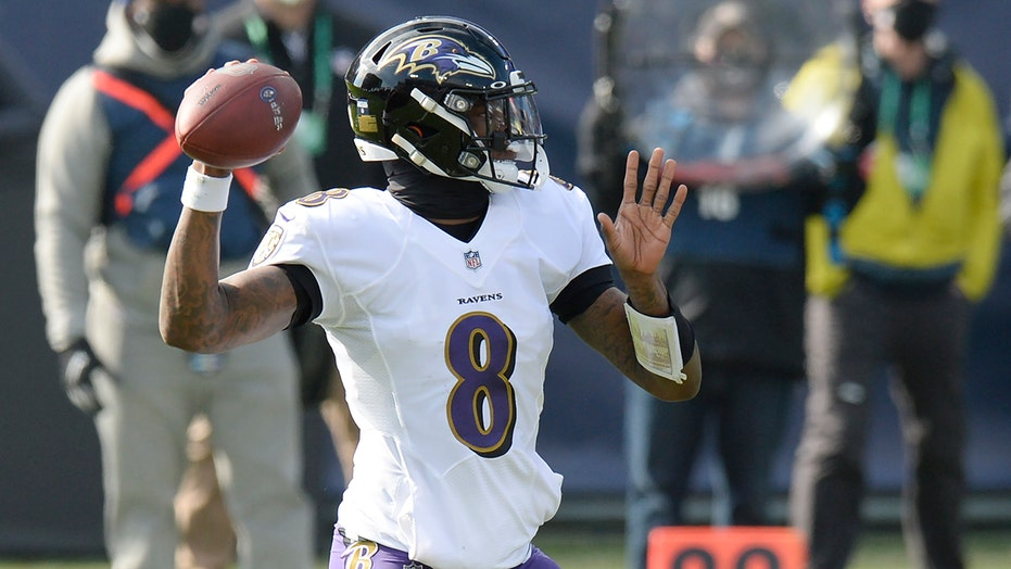 Ravens' Lamar Jackson blasts through Titans defense for 48-yard touchdown in wild-card playoff game