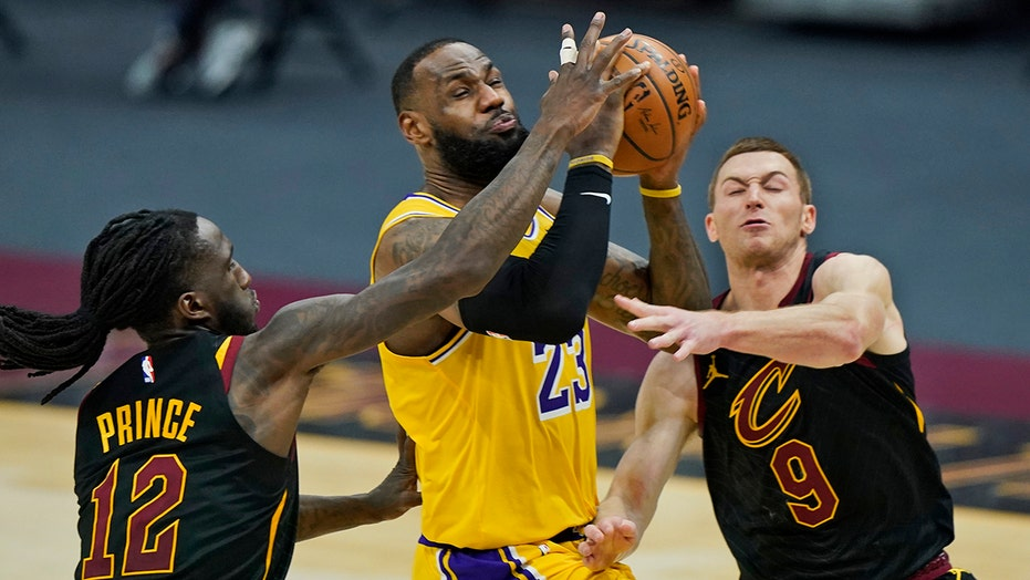 NBA fan's 'LeBron James is a racist' shirt, incident with security leads to removal during game: report
