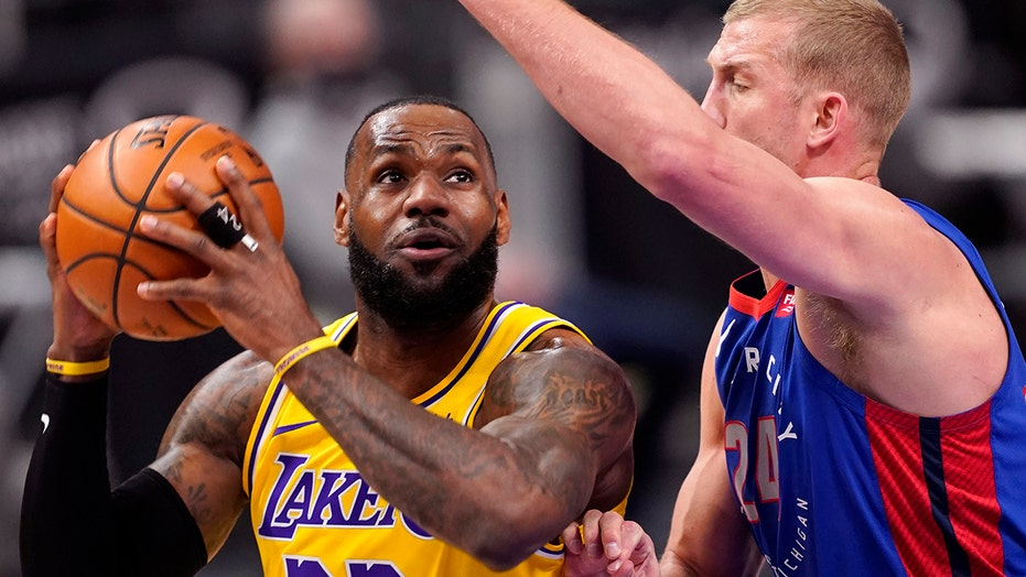 With Davis out, Lakers fall to Pistons 107-92