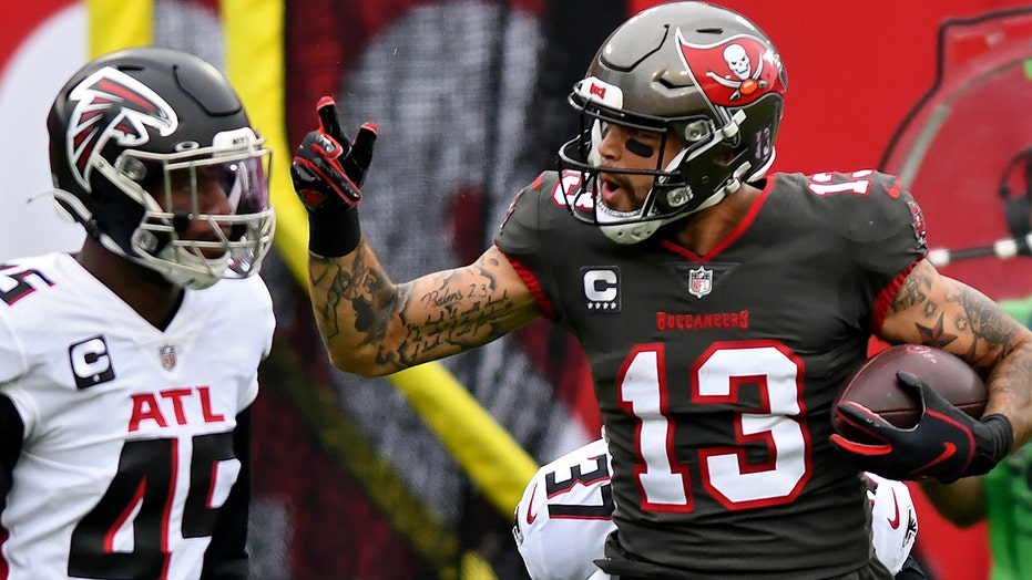 Buccaneers' Mike Evans sets receiving yards record, leaves game with scary knee injury