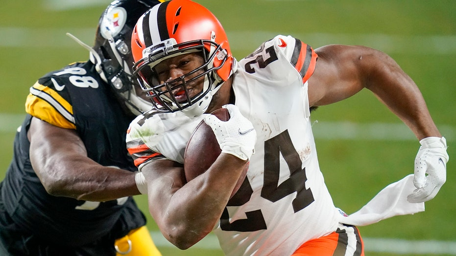 Browns shock Steelers, win first playoff game since 1995