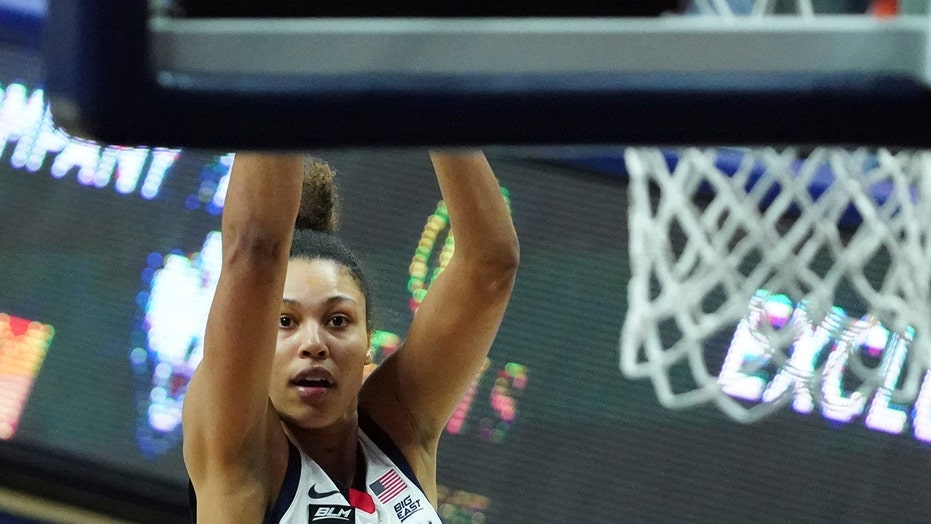 Nelson-Ododa leads No. 3 UConn over Georgetown 72-41