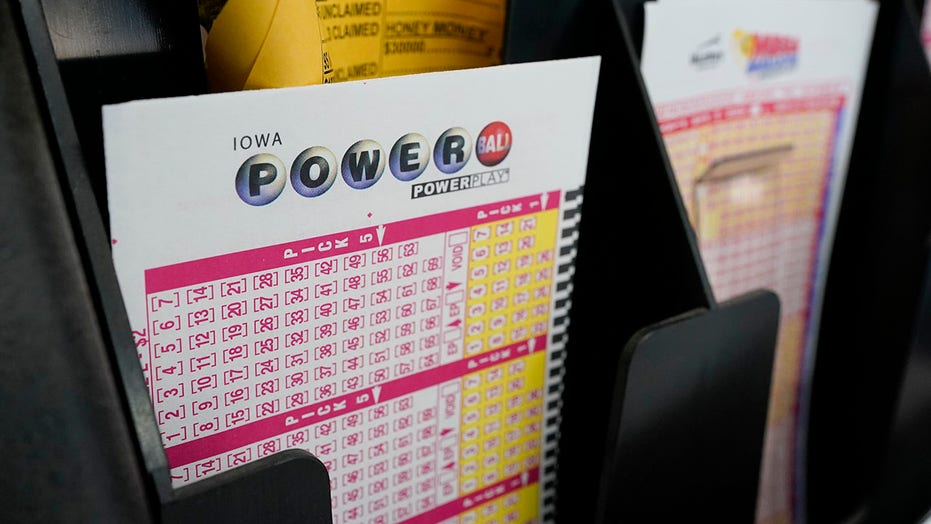 Powerball jackpot hits $640M after drawing sees no winner