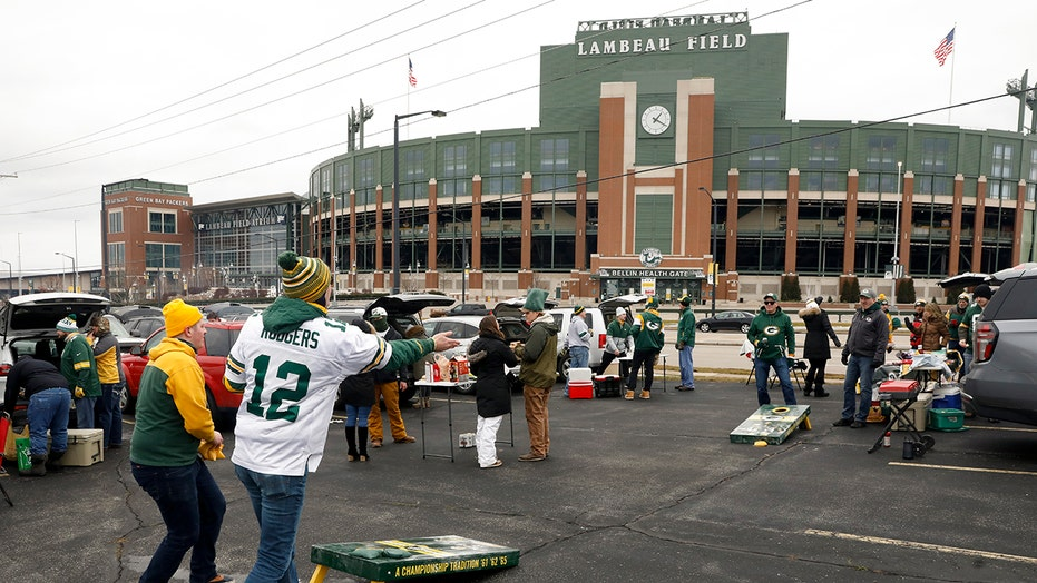 Packers fans raise eyebrows with COVID flag at Lambeau Field
