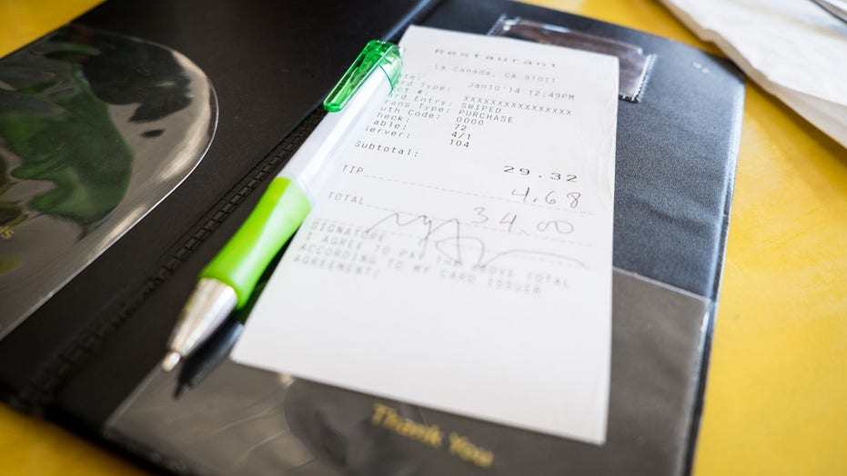 Customer leaves $  200 tip for each worker at Colorado cafe because 'COVID sucks'