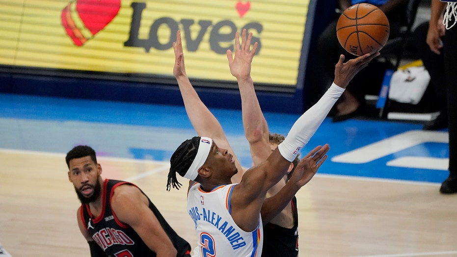 Gilgeous-Alexander leads Thunder past Donovan, Bulls in OT