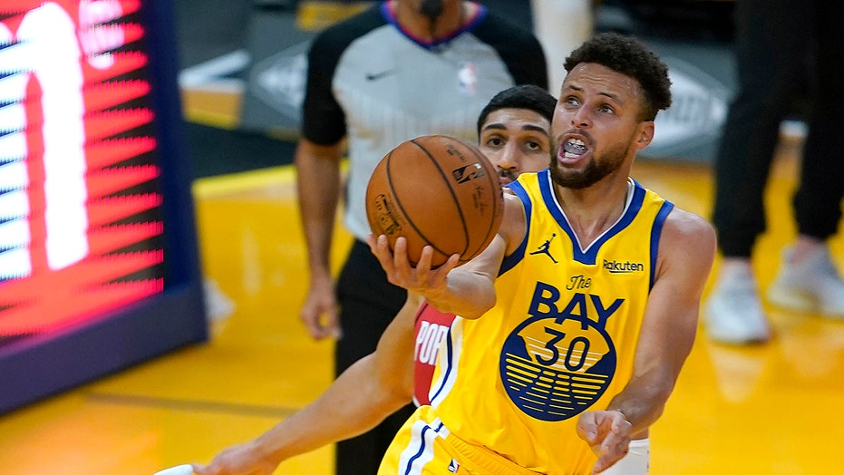Stephen Curry has career-high 62, Warriors beat Blazers