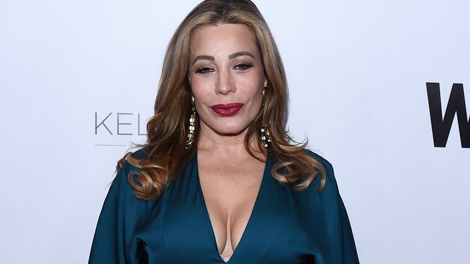 Taylor Dayne defends herself amid backlash for performing at Mar-a-Lago on New Year's Eve