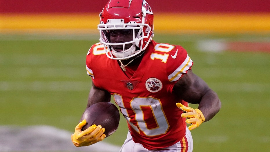 Chiefs' Tyreek Hill explains shoving assistant coach during playoff game