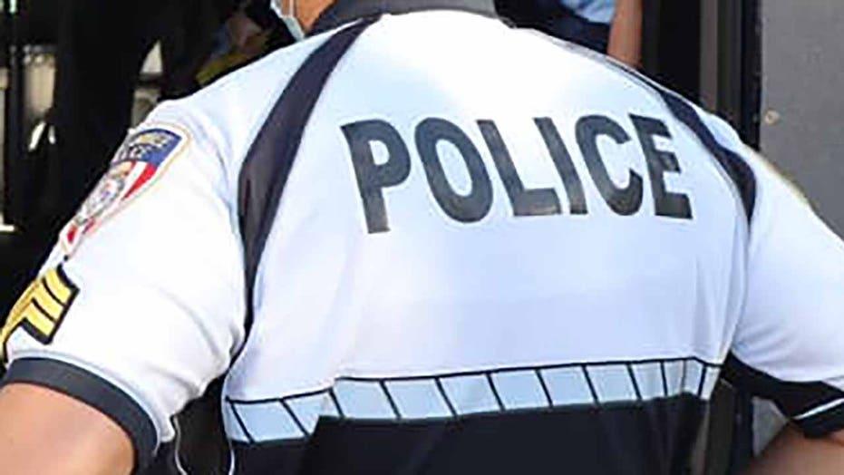 플로리다 경찰은 국회 의사당 폭도를 지원하는 소셜 미디어 게시물을 통해 해고, 내전 경고