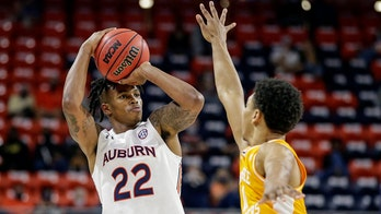 Flanigan scores 23, leads Auburn past No. 25 Tennessee 77-72