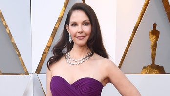 Ashley Judd says 'the knee is coming along' after shattering her leg in Africa: 'I am getting back up'